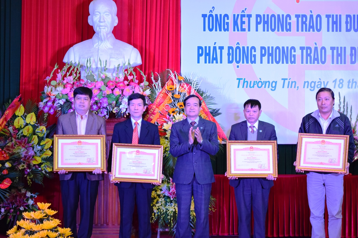 Ha Noi - Huyen thuong tin tong ket phong trao thi dua yeu nuoc 2015 - 1