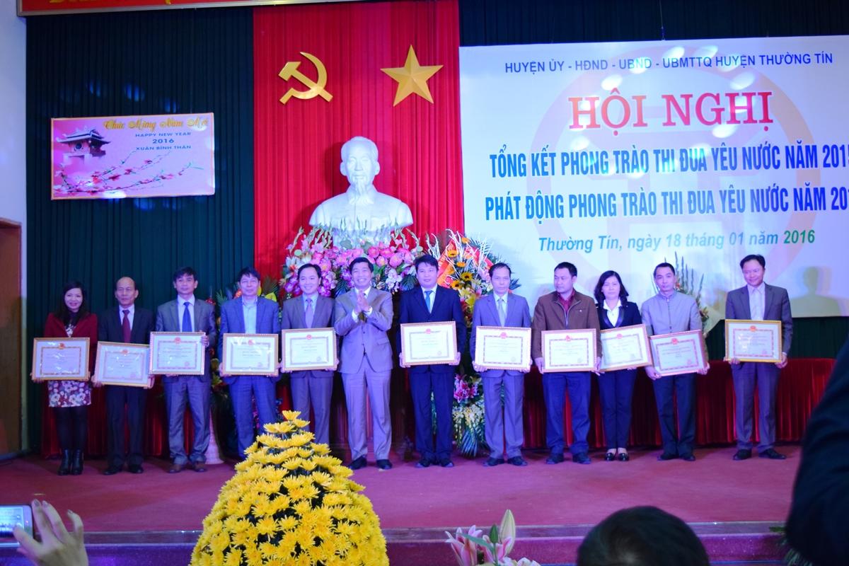 Ha Noi - Huyen thuong tin tong ket phong trao thi dua yeu nuoc 2015 - 3
